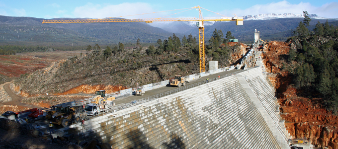 Meander-Dam-construction---from-right-abutment--+-snow-680x300