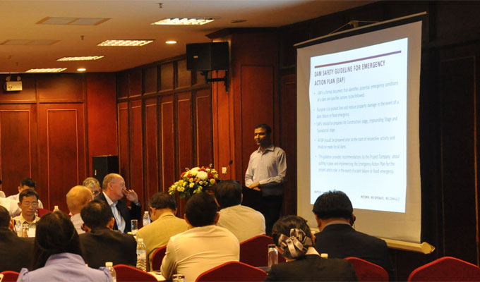Entura's Ajit Garg presenting the dam safety guidelines at a roundtable meeting in Laos